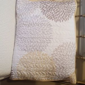 the big one Bedding - Twin quilt and sham. Perfect condition!